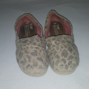 Animal Print Toms  Womens size 7 Great condition.